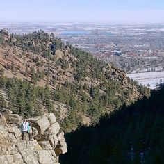 Climbing some 700m / 2400ft at Colorado altitude is not easy after spending two weeks at sea level. So glad I made it though all the way to the top of Green Mountain and with some great @boulderhikerchicks as company too!  #boulder #visitboulder #boulderosmp #colorado #visitcolorado #coloradolive #cometolife #hiking #patikointi #vaellus #nature #luonto #travel #matka #reissu (via Instagram)