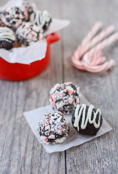 These No-Bake Peppermint Chocolate Bites are simple, healthy and ready in minutes. This gluten-free recipe would make a great addition to your holiday cookie tray!