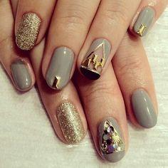 Gray and gold short nails