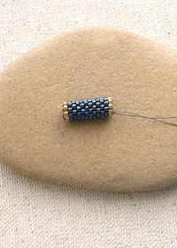 These are so easy and so much fun! Zip Up a Peyote Tube Bead: Free tutorial, beading DIY