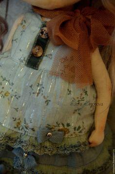 Купить или заказать Луиза в интернет-магазине на Ярмарке Мастеров. голубоглазая девочка с нежным зефирным цветом волос и в платьице в стиле шебби... Авторская текстильная куколка, созданная по моей выкройке.Ручки ножки подвижные, головка поворачивается, тело грунтованное, куколка может сидеть и стоять. Личико расписано вручную, без использования шаблонов, волосы- натуральный тресс козочки, окрашенный.Прически можно аккуратно менять.обувь моей ручной работы.