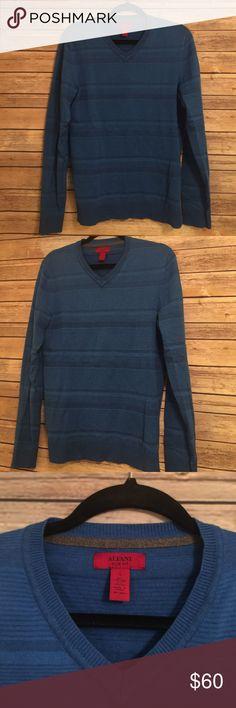 "Men's Alfani Slim Fit Blue Sweater Alfani slim fit blue sweater.  In excellent condition.  85% Cotton 15% Viscose. Armpit to armpit:  20"" Length 26.5"" Alfani Sweaters V-Neck"
