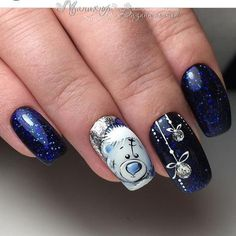 Perfect Winter Nails For The Holiday Season The Christmas look is probably one of the most popular winter nail art designs. Here are more than 35 samples for you to give you ideas. Xmas Nail Art, Xmas Nails, New Year's Nails, Christmas Nail Art Designs, Winter Nail Art, Winter Nail Designs, Holiday Nails, Winter Nails, Gel Nails