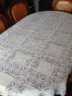 This Pin Was Discovered By Ter - Post - Marecipe Crochet Fabric, Crochet Quilt, Crochet Tablecloth, Crochet Home, Thread Crochet, Crochet Motif, Crochet Doilies, Knit Crochet, Filet Crochet