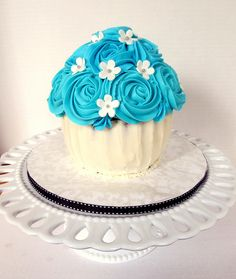 I reeeeally want a cupcake-cake