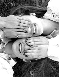 and Creative Best Friend Photoshoot Ideas Best Friend Photo Ideas.Fun and Creative Best Friend Photoshoot Ideas Best Friend Photo Ideas. Best Friends Shoot, Cute Friends, Photoshoot Ideas For Best Friends, Cute Friend Poses, Creative Photoshoot Ideas, Friends Girls, Girlfriends, Photos Bff, Cute Photos