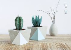 Flower pot made of concrete by motoroto on Etsy https://www.etsy.com/listing/250696139/flower-pot-made-of-concrete