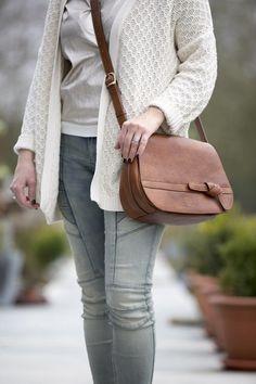Als we nu eens zelf een handtas ontwierpen? Met eigen Mamzel logo... Na heel wat prototypes en bijsturingen kwamen we tot 'ons Anne-Marie' in het soft serie leer.  #stylish #handbag #musthave