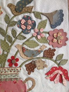 Nice way to include birds Hand Applique, Applique Patterns, Applique Quilts, Applique Designs, Embroidery Applique, Quilt Patterns, Mini Quilts, Small Quilts, Quilting Projects