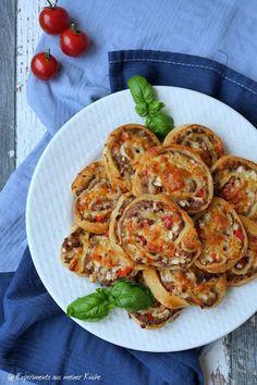Experimente aus meiner Küche: Knack & Back Pizzaschnecken mit Hackfleischfüllung...