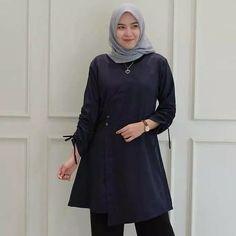 Jb MANDANA TUNIK ballotelli PR001 Harga 78.000 Bahan balotelly Warna : navy ,mocha ,maroon ,mint Ukuran all size fit to L  Informasi dan pemesanan hubungi kami SMS/WA +628129936504 atau www.ummigallery.com  Happy shopping   #jilbab #jilbabbaru #jilbabpesta #jilbabmodern #jilbabsyari #jilbabmurah #jilbabonline #hijab #Kerudung #jilbabinstan #Khimar #jilbabterbaru #jilbab2018 #jilbabkeren #jilbabmodis #bajumuslim #gamis #syari #jilbabhitz #jilbabinstan #grosirjilbab Happy Shopping, Outfit Of The Day, Jewlery, High Neck Dress, Street Style, Stylish, Blouse, Womens Fashion, Pretty