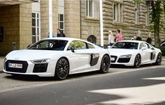 Same spec - different looks Which one would you take home? The new one or the 1st one? -- #Audi #R8 #newR8 #whiteR8 picture @dutchstyleszautomotive ---- oooo #audidriven - what else ---- #AudiR8 #R8Coupe #R8color #quattro #4rings #AudiSport #drivenbyvorsprung #audirsperformance #carsbyaudisport #düsseldorf #dusseldorf