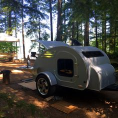 FronTear: The most beautiful and highest quality teardrop trailer anywhere! Classic and graceful shape, built to last. Classic Campers, Teardrop Trailer, Teardrop Campers, Off Road Trailer, Camper Caravan, Tent Camping, Camping Ideas, Caravans, Campervan