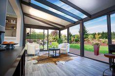 What does the contemporary veranda look like? How to develop it? Pergola With Roof, Pergola Kits, Outdoor Rooms, Indoor Outdoor, Outdoor Decor, Veranda Aluminium, Extension Veranda, Modern Pergola Designs, Gazebo Curtains