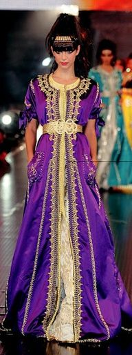 Moroccan Kaftan - would this be too shocking to wear for work? Arab Fashion, Ethnic Fashion, Indian Fashion, Girl Fashion, Fashion Dresses, Unique Dresses, Beautiful Dresses, Kaftan, Morocco Fashion