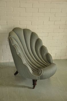 Victorian Shell Chair traditionell neu gepolstert bei Kendal Polster in Leliev . Victorian Shell Chair traditionell bei Kendal Polsterung in Lelievre Stoff mit Kordel von Houlès n Unusual Furniture, Art Deco Furniture, Funky Furniture, Furniture Design, Art Deco Chair, Furniture Buyers, Furniture Websites, Furniture Outlet, Muebles Living