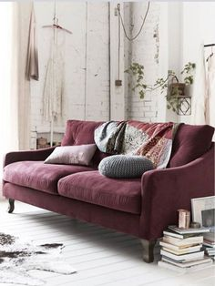 Burgundy atmosphere in the living room