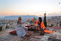 Sunrise on the Rooftop ~~ Sultan Cave Suites ,Cappadocia,Turkey // Picture by PILOTMADELEINE #goreme #kapadokya #cappadocia #Turkey #sunrise