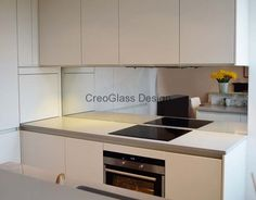 Plain Toughened Mirror Splashback by CreoGlass Design (London, UK). View more glass kitchen splashbacks and non-scratch worktops on www.creoglass.co.uk. #kitchen #modernkitchen