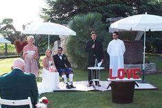 Ceremonia con parasoles. www.eventosycompromiso.com