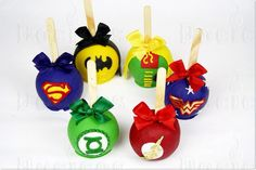 Cookies Decoradas Super Heroes New Ideas Chocolate Covered Apples, Caramel Apples, Superhero Birthday Party, 2nd Birthday, Oreos, Carmel Candy, Gourmet Candy Apples, Apple Business, Apple Decorations