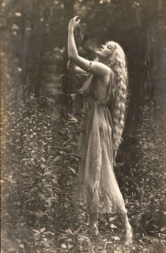 """by Rebecca Farrar of Wild Witch of the West If there were a """"Sexiest Season"""" award, then it would definitely go to spring, mostly thanks to Beltane. Beltane com Vintage Pictures, Vintage Images, Vintage Witch Photos, Victorian Photos, Mode Vintage, Vintage Ladies, Vintage Retro, Vintage Gypsy, Witch Aesthetic"""