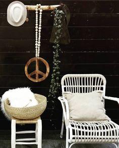 #kwantum repin: Tuinstoel Valencia > https://www.kwantum.nl/tuin/tuinstoelen/fauteuils/tuin-tuinstoelen-fauteuils-tuinstoel-valencia-wit-0231023 @marion.duivelshof - GM! Hartelijk dank voor alle likes en reacties op mijn vorige foto...ben er beduusd van. En welkom nieuwe volgers   Heb de boodschappen binnen...nu lekker op dit plekje een ☕drinken en dan hup naar het werk. Fijne dag IG