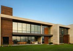 pierre de parement extérieur et maison en bois et pierre blanche par Pozas Arquiectos