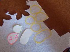 Рада приветствовать вас на моём мастер-классе! С фетром работаю уже достаточно давно, в моей копилке уже немало интересных идей, а вот таких котяток сшила впервые и решила этот процесс показать вам. Может, кому-то и пригодится :) Итак, для работы нам понадобятся: - фетр нужных цветов; - шаблоны (я их рисовала и вырезала сама); - мел или карандаш, чтобы обвести шаблоны; - нитки и иголки; -…
