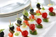 Canapes op tandenstokers, pinchos