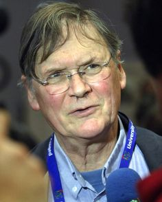 Tim Hunt, who stepped down as a professor at University College London, said women should be segregated in labs because they cried when criticized and were a romantic distraction.