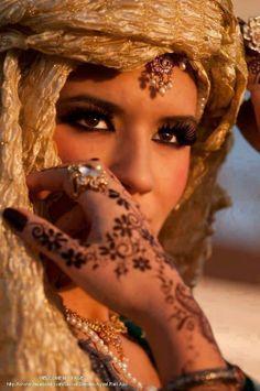 muslimwomenwearclothestoo:  ☪ Hijabi Blog ▶ http://muslimwomenwearclothestoo.tumblr.com/ ◄ ☪