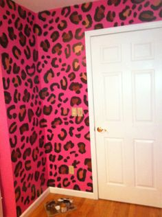 Chettah print wallpaper ^.<3 i wish my bf would let me do this lol