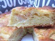 Un gâteau bien moelleux, qui comme l'avait annoncé Yolande, a eu énormément de succès au goûter... Ingrédients : 250g de mascarpone -150g de sucre 150g de farine 3 œufs 1 sachet de levure chimique 2cs de jus de citron 3 belles pommes une gousse de vanille...