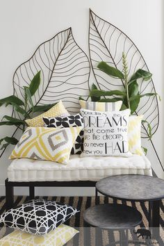 Simple room: ideas for decorating a room with few features - Home Fashion Trend Tropical Bedroom Decor, Tropical Bedrooms, Tropical Interior, Tropical Houses, Tropical Decor, Estilo Tropical, Tropical Style, Green Rooms, Bedroom Green