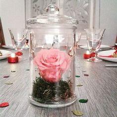 Bonbonne et sa rose claire naturelle éternelle (fleur stabilisée)