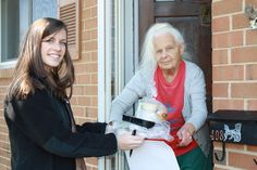 """Social isolation is a significant concern for seniors living on their own. The daily visits by Meals on Wheels volunteers includes not just a meal but a chance for a friendly smile, a little upbeat conversation and a face- to-face visit that serves as a """"wellness check."""" Thank YOU VOLUNTEERS for checking in on Delaware's elderly neighbors! #volunteer #MealsOnWheels #Delaware #NetDE #Delagram"""