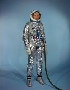 Neil_Armstrong_in_Gemini_G-2C_training_suit.jpg (4091×5214)
