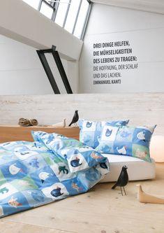 Uccello Erstklassige Baumwolle-Renforcé Qualität und ein herausragendes Dessin in pflegeleichter Ausführung. Toddler Bed, Furniture, Home Decor, First Aid, Textiles, Bedroom, Cotton, Child Bed, Decoration Home