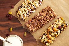 Make tasty, portable treats for your family with our 3 nutritious granola bar recipes. Snack Recipes, Cooking Recipes, Fast Recipes, Cooking Pasta, Cooking Wine, Cooking Utensils, Delicious Recipes, Dinner Recipes, Granola Barre