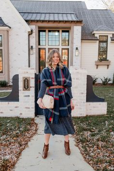 Laura Leigh of Louella Reese shares how to style a scarf as vest this winter season Fall Fashion Week, Fall Fashion Outfits, Fall Fashion Trends, Autumn Winter Fashion, Casual Outfits, Winter Style, Holiday Outfits, Fashion Bloggers, Scarf Vest