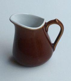 keraaminen ruskea kermanekka, korkeus 9 cm . ceramic brown creamer highness 9 cm MYYTY