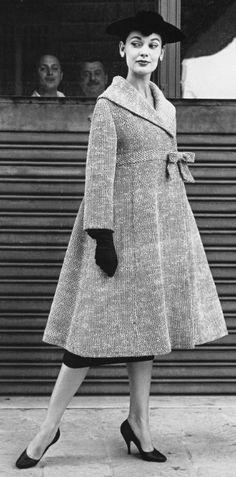 Vintage 1955 | #fifties #vintage J'adore ce manteau, voudrai le même....