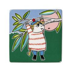 Grow your own Moomin Deco Tree! Too-tickyis part of a collection that will include 13 wall tiles.Size: 8,9 x 8,9 cm.In productionuntil 30.6.2017.Muumi-keramiikkalaatta Tuutikki on osa 13-osaista kokelmaa, jota myydään vain rajoitetun ajan. Koko:8,9 x 8,9 cm. Tuutikki -laatta on tuotannossa 30.6.2017 asti.Mumin keramikplattaToo-ticki är en del av en 13-delars kollektion som säljs endast under en begränsad tid. Storlek:8,9 x 8,9 cm.