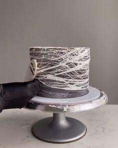 Cake Decorating Amazing, Cake Decorating Piping, Cake Decorating Videos, Cake Decorating Techniques, Bolo Halloween, Halloween Cupcakes, Beautiful Cakes, Amazing Cakes, Spider Web Cake