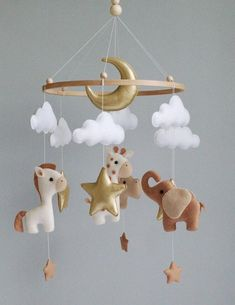Boy baby mobile safari animals nursery girl mobile felt Africa safari giraffe, hippo and elephant Crib mobile stars and moon hanging mobile – Baby Pillow Design Gold Nursery, Nursery Room, Nursery Decor, Boy Decor, Nursery Ideas, Hanging Crib, Hanging Mobile, Baby Mädchen Mobile, Baby Mobiles