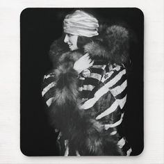 Fur Fashion, Fashion Photo, Old Fashioned Photos, 1920 Women, Custom Mouse Pads, Flappers, Historical Photos, White Photography, Vintage Photos