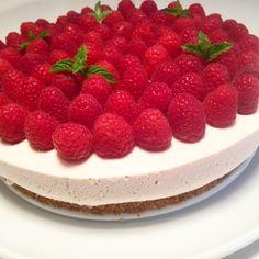 Skyrkake med bringebær Raspberry, Strawberry, Gelatin, Cheesecake, Island, Fruit, Desserts, Food, Cakes