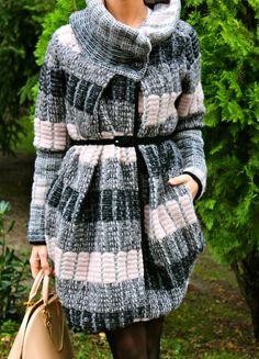 Fashion and Style Blog / Blog de Moda . Post: Warm and romantic coat / Un abrigo calentito y de aire romántico .More pictures on/ Más fotos en : http://www.ohmylooks.com/?p=25190 .Llevo/I wear: Coat : Oh My Looks Shop (info@ohmylooks.com) ; Bag / Bolso : Louis Vuitton ; Shoes/Zapatos : Pilar Burgos (New collection)