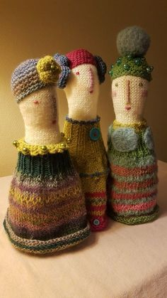 "knitted dolls ""Julia, Margaretha & Josephine"", made by Lita van Engelenhoven. Form Crochet, Cute Crochet, Crochet Toys, Knit Crochet, Knitting Projects, Crochet Projects, Knitting Patterns, Crochet Patterns, Accessoires Mini"